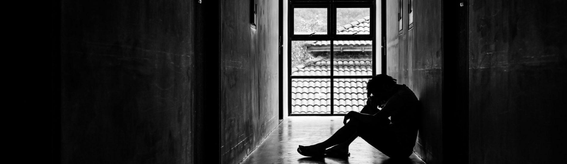 Nasze dzieci dopadła epidemia samotności. A my nie zawsze o tym wiemy – rozmowa z psychiatrą Martą Niedźwiecką.