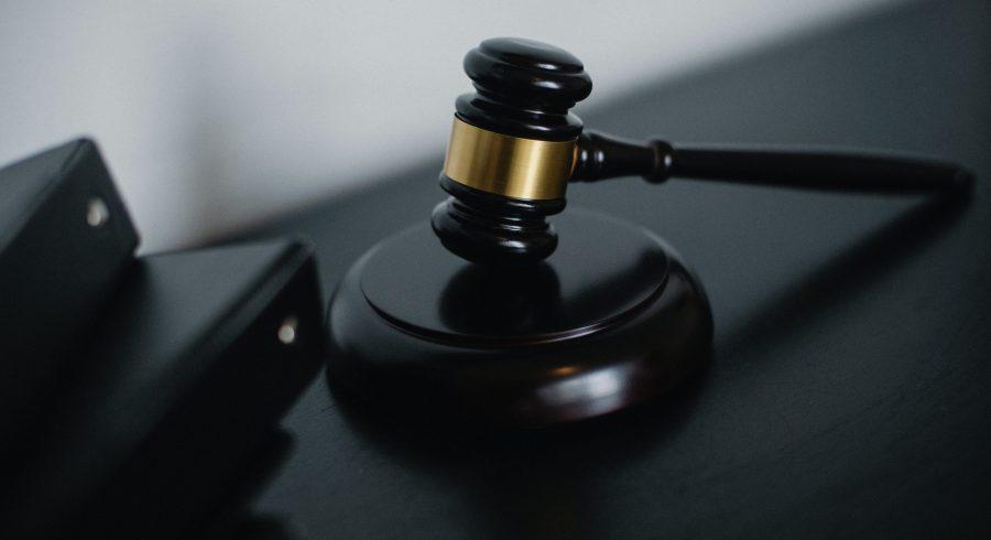 Żyjemy dziś w państwie, które trudno zdefiniować. Ja nazywam to nowym autorytaryzmem – mówi sędzia Sądu Najwyższego prof. Włodzimierz Wróbel w rozmowie z byłym Rzecznikiem Praw Obywatelskich prof. Adamem Bodnarem.